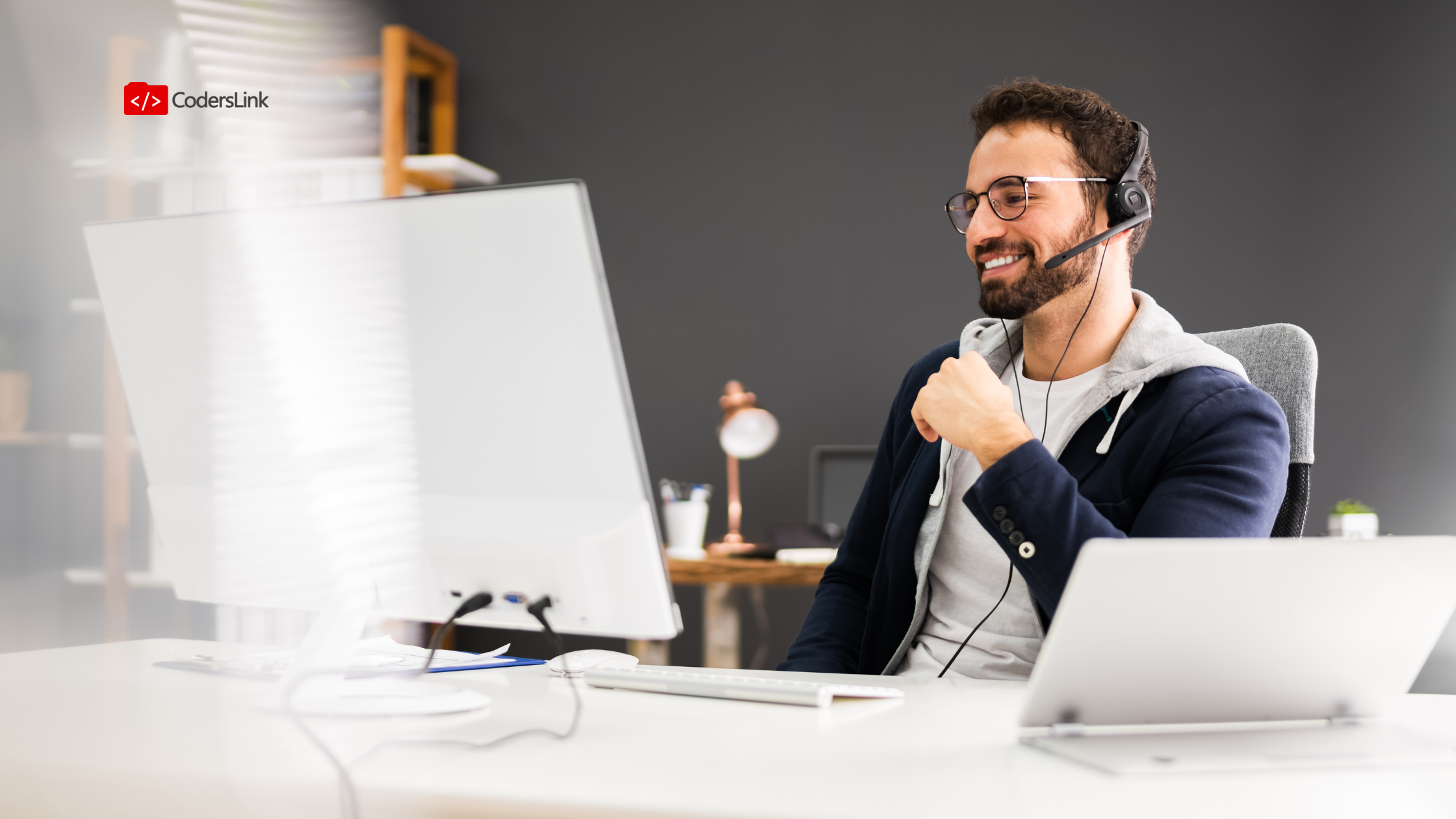 """Meta descripción: """"Mostrarlo y no decirlo"""" (Show, don't tell): consejos y recursos para practicar y tener éxito en los ejercicios de programación de tus entrevistas técnicas."""